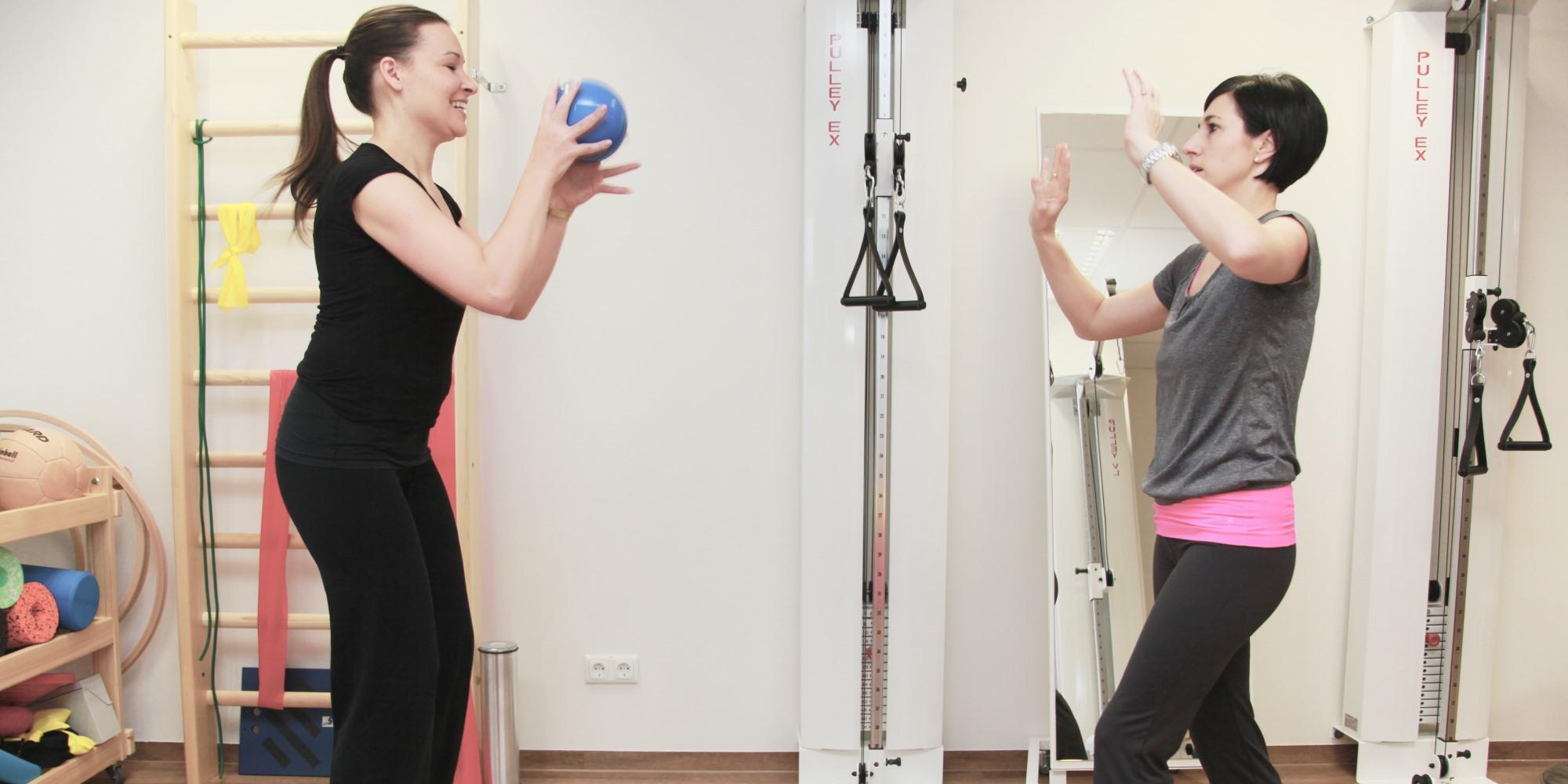 Beweglichkeitstraining bei Vitamoveo, Praxis für Osteopathie Baby, Physiotherapie, unerfüllter Kinderwunsch.